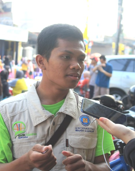 Fatur sebagai mahasiswa relawan sampah Universitas Budi Luhur Fakultas Teknologi Informasi