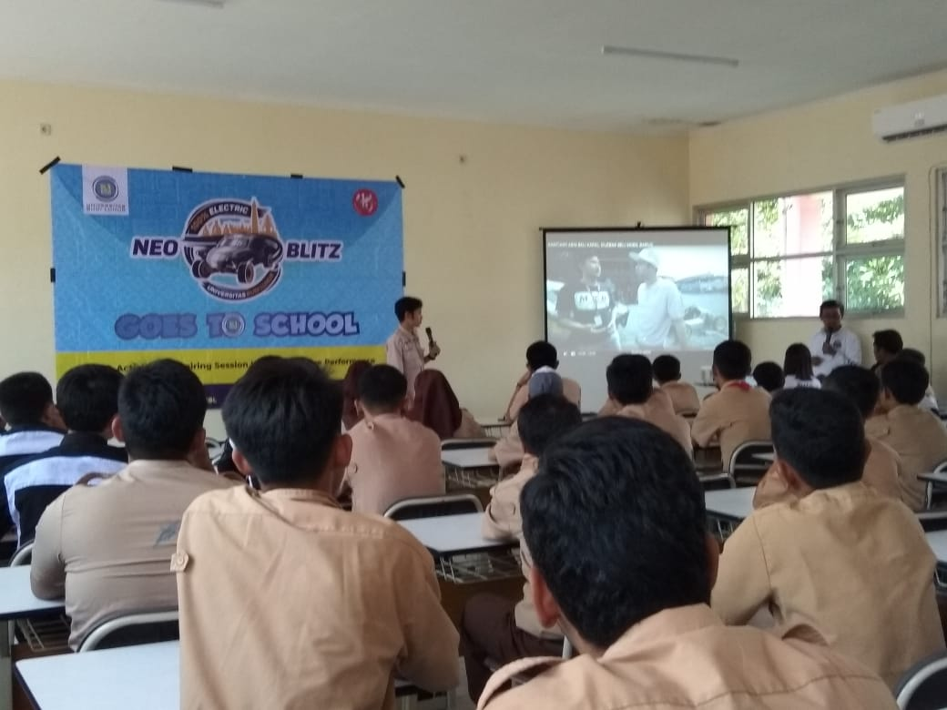 Neo Blits  Goes To School With Kampus Budi Luhur