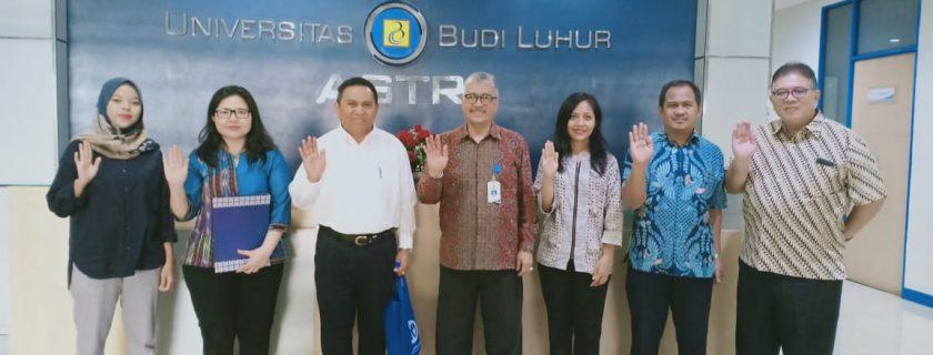 Pemberian cenderamata dari Universitas Budi Luhur kepada Universitas Pelita Harapan