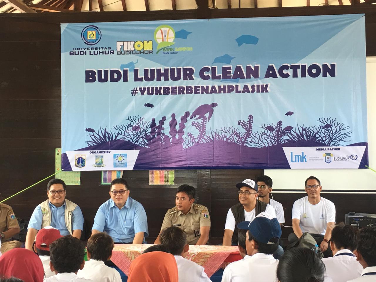 Universitas Budi Luhur menggelar aksi Budi Luhur Clean Action #YukBerbenahPlastik