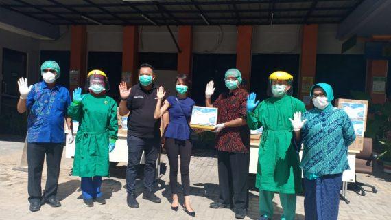 Budi Luhur Peduli Sekitar Mendonasikan APD dan logistik untuk Lindungi Tenaga Medis