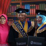 Pasangan Suami Istri Wisuda Bareng di Universitas Budi Luhur